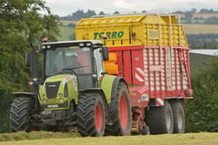 Claas Arion 640 Tractor with a Pottinger Torro 4500 Silage Pick Up Wagon (Shane Casey CK25) Tags: claas arion 640 tractor pottinger torro 4500 silage pick up wagon rathcormac green silage16 silage2016 grass grass16 grass2016 winter feed fodder county cork ireland irish farm farmer farming agri agriculture contractor field ground soil earth cows cattle work working horse power horsepower hp pull pulling cut cutting crop lifting machine machinery nikon d7100 traktori tracteur traktor trekker trator cignik