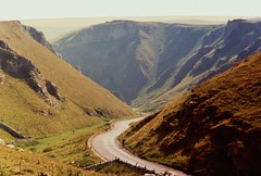Edale & The Peak District (brightondj - getting the most from a cheap compact) Tags: peakdistrictnationalpark peakdistrict nationalpark derbyshire 1980s 1983 holiday familyholiday scan scanned 35mm gorge winnatspass