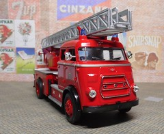 1962 DAF A1600, Yat Ming (3) (dougie.d) Tags: 143 scale diecast model plastic plasticmodel daf a1600 escape turntable ladder fireescape metz yatming welly roadsignature amsterdam dutch holland firebrigade fireservice brandweer