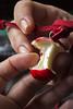 Maçã (Buratto) Tags: apple hand colar mão maçã pingente buratto