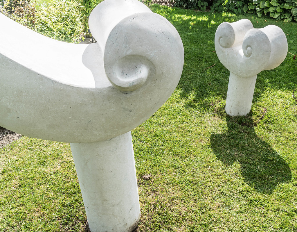 CLASSICAL GROWTH BY KEN DREW [SCULPTURE IN CONTEXT 2015] REF--107748