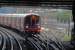S Stock entering Farringdon Westbound (Hawkeye2011) Tags: uk station metro transport tube trains londonunderground islington railways farringdon metropolitanline tfl lul 2015 sstock