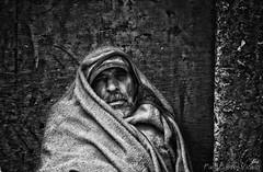 Robando almas. (Paco Fuentes Vicario) Tags: portrait man face retrato ngc cara poor human misery humano hombre rostro mendigo pobreza marginal bereber poorman robado miseria marginado