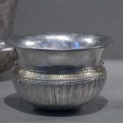 Shallow gilded silver drinking bowl of Persian type (diffendale) Tags: usa cup boston museum silver greek persian mfa ancient museu display antique massachusetts drinking bowl exhibit muse greece grecia museo artifact archaeological griechenland antico grce greco hellenistic grecque argento yunanistan mze archeologico museumoffineartsboston        earlyhellenistic 4thcbce 3rdcbce carinated late4thcbce early3rdcbce 4thquarter4thcbce 1stquarter3rdcbce persianbowl achaemenidphiale
