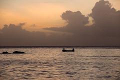 Fischer auf den Seychellen (felipeepu) Tags: sunset sea boot boat meer sonnenuntergang seychelles fischer seychellen