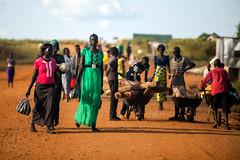 UN patrols in Juba (Albert Gonzalez Farran) Tags: idp poc unmiss unitednations bluehelmets displacedpeople displacedwomen firewood footpatrol military patrol peacekeepers peacekeeping protection soldiers juba jubek southsudan