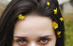 Flor (ARTE - MARK) Tags: vsco girl flower yellow skin eyes brown colorful color instagram inspiration indie tumblr freedom detail details women woman dslr canon nikon day light natural