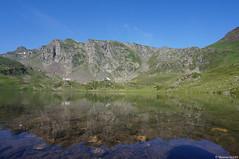 Lac Gentau // Lacs d'Ayous (Maxime Gury) Tags: randonn pyrnes montain eau water montagne reflets pic artigues barn ossau valle ayous lacs roumassot lac