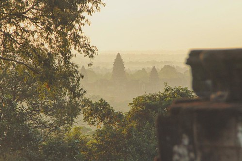 It's pretty amazing the golden touch the holy city of Angkor (as I like to call it: King Louis palace) in middle of the Cambodian jungle gets at dawn. This could be taken from #TheJungleBook! (27-11-15)