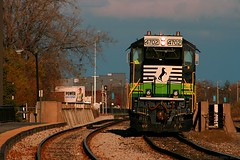 My 1st NS ECO! (Jeff Carlson_82) Tags: ns norfolksouthern rebuilt rebuild gp33eco 4702 eco greenpower chicago il illinois metra wrightwood landersyard intermodal yard switcher switching southside train railfan railroad railway
