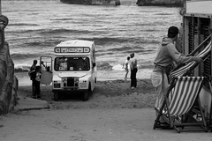landy in peril (pamelaadam) Tags: thebiggestgroup fotolog digital august summer 2016 holiday2016 bw blackandwhite people lurkation sea landy whitby engelandshire