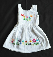 Child's Dress Oaxaca Mexico (Teyacapan) Tags: dress mexican oaxacan embroidered flowers quiatoni mitla clothing ropa vestido