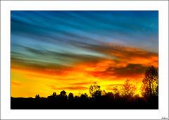 Y si se nos quema el cielo? (V- strom) Tags: cielo paisajes nocturna azul rojo fuego texturas ruido naturaleza nikon nikon2470 nikon50mm negro