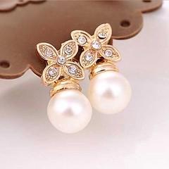 ต่างหูมุกขาว รูปดอกไม้คริสตัลหรูหราใหม่แฟชั่นเกาหลีสวย Crystal Pearl Earrings นำเข้า สีทอง - พร้อมส่งW493 ราคา250บาท ต่างหูมุกแฟชั่น แฟชั่นต่างหูออกงานผู้หญิงรูปดอกไม้4กลีบสวยสดชื่น เก๋ที่ต่างหูแบบแป้นดีไซน์หรูหราทอง9Kน้ำหนักเบา ต่างหูคริสตัลสังเคราะห์ประ