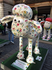Shaun In The City - Covent Garden (Bad Wolf Babe) Tags: coventgarden cathkidston 2015 shaunthesheep shauninthecity