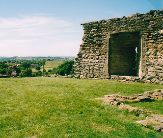 Jun 2005 Pickering castle 01