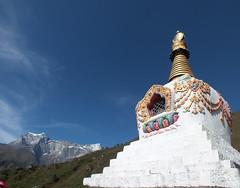 Pointing at heavens (LeelooDallas) Tags: nepal sky cloud mountain tree statue landscape asia fuji stupa buddhist dana finepix bazaar himalaya namche hs20 exr iwachow