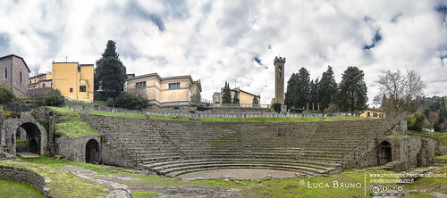 "Fiesole, Teatro Romano • <a style=""font-size:0.8em;"" href=""http://www.flickr.com/photos/49106436@N00/23455895552/"" target=""_blank"">View on Flickr</a>"