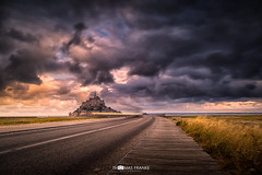 Le Mont-Saint-Michel (Thomas Franke Photography) Tags: lemontsaintmichel normandie frankreich fr sky clouds wolken storm sunrise france wind nature street landscape bridge morning field north grass gras brcke strase morgens sonnenaufgang himmel landschaft grn green summer yellow gelb sea