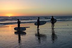 Tres surferos (fruizh) Tags: surf tres 2016 puestadesol elpalmar silueta fruizh