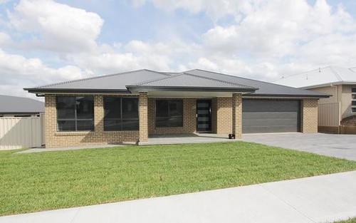 33 Kidd Circuit, Goulburn NSW 2580
