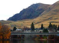 East End of the Butte (starmist1) Tags: butte mountain lake trees scenic landscape water autumn fall reflections chelan lakechelan recreation citypark wineries casino tourists activities shopping food drink resorts tours boattours ladyofthelake bridge colors homes beach walkingtrail thebutte