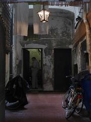 Qui c' campo (fotomie2009) Tags: savona liguria italy italia ponente ligure centro storico lamp lampione
