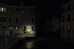 notturno veneziano (Alberto Cameroni) Tags: venezia notturno poesia carlosdrummonddeandrade noflash leica leicaxtyp113 notte