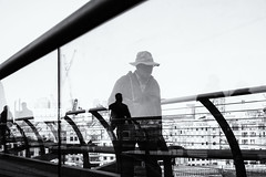 www.arieldasnapper.com (Ariel DaSnapper) Tags: streetphotography reflections london uk fujifilm xpro1