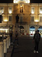 Parma_55_4518 (Dubliner_900) Tags: olympus omdem5markii micro43 paolochiaromonte mzuikodigital45mm118 parma emiliaromagna notturno nightshot handheld people streetphotography