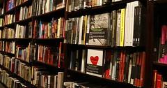 """Das Bücherregal. Die Bücherregale. So ein riesiges Bücherregal voll Büchern ist doch etwas Wunderbares. • <a style=""""font-size:0.8em;"""" href=""""http://www.flickr.com/photos/42554185@N00/32022308016/"""" target=""""_blank"""">View on Flickr</a>"""