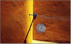 hehe... (rogilde - roberto la forgia) Tags: street light portugal colore lisboa vicolo hehe colori luce sahar deserto lisbona portogallo stendipanni