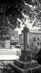 Cruz de la Iglesia, Burgohondo (Cris__CG) Tags: bw stone cruz blanconegro piedra vila burgohondo