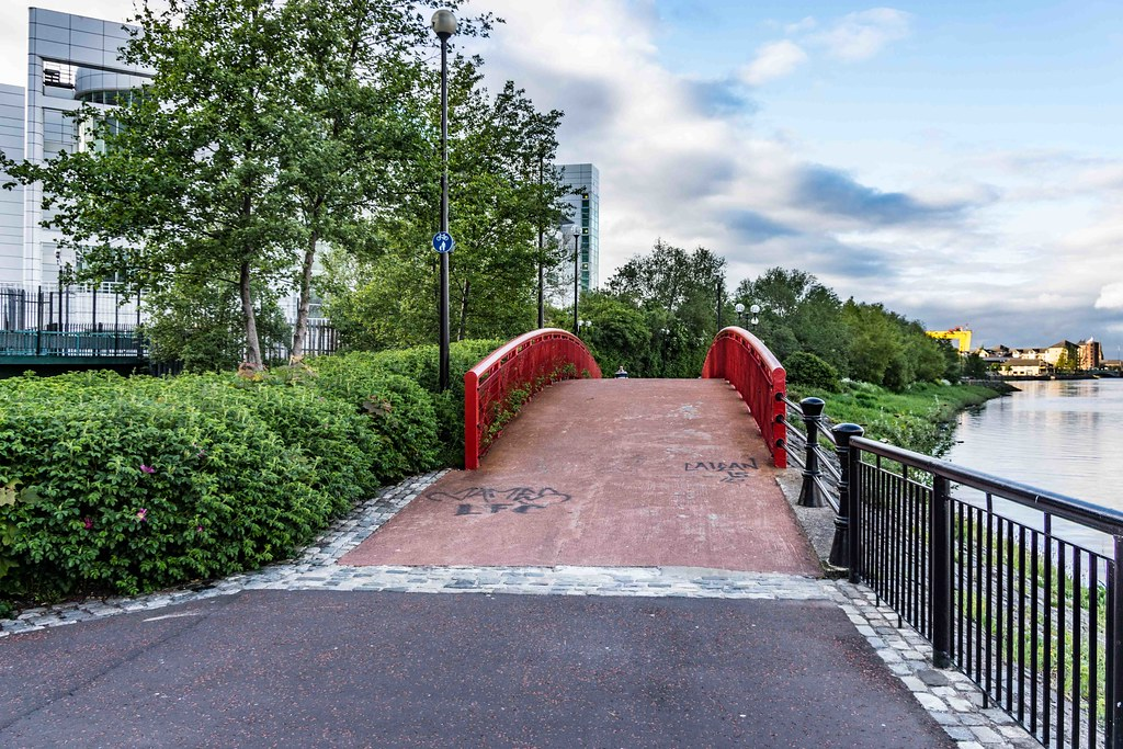 A WALK ALONG THE LAGAN TOWPATH [BELFAST]-108967