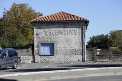 vieille publicité murale peinte à Gourdan Polignan (31) (gimbellet) Tags: france canon pub nikon valentine peinture publicity mur 31 publicité ricard dubonnet sudouest réclame hautegaronne byrrh vieillepeinturemurale