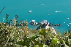 DSC_7550 copia (Michele d'Ancona) Tags: 2 italy nature relax flora italia mare natura barche an persone provincia marche nuoto motori ancona scogli divertimento motoscafi sirolo sorelle bagni vele velieri bagnanti natanti scafi