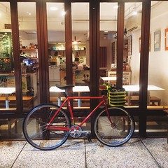 星期六早上在場地活動被虐之後,晚上本來不想踩車去上班,嗯#bike2work #biketowork #踩車上班 #菜籃日常 #nagasawa #njs #frame #fixedgear #fixie #pista #trackbike #bike #bicycle #taipei #taiwan #cycle #ShoppingBike #grocerygetter #零極限 #固定齒 (funkyruru) Tags: bike bicycle taiwan cycle frame fixie fixedgear taipei biketowork pista trackbike njs grocerygetter nagasawa bike2work shoppingbike 固定齒 零極限 菜籃日常 踩車上班