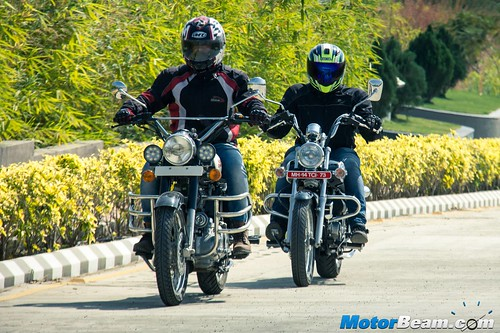 Bajaj-Avenger-220-vs-RE-Classic-350-08