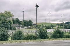 Deutsch-Deutsches Museum Mdlareuth (alex_b) Tags: museum mdlareuth thringen bayern brd ddr grenze mauer windkraft zaun laterne