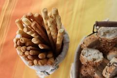 Pane, crackers e grissini (marco_ask) Tags: mesesettembre cibo pane bread loaf pagnotta breadsticks grissino sticks breadstick sale torino google