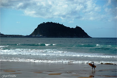 Ratn de Getaria (Guijo Crdoba fotografa) Tags: guipuzcoa paisvasco espaa spain guijocordoba nikond70s mar surf cantbrico ratn zarautz nubes olas orilladelmar paisaje costa airelibre playa agua flickrtravelaward nikonflickraward