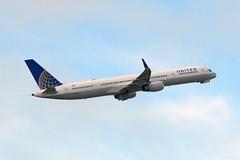 United 757 N77871 (Ian E. Abbott) Tags: boeing75733n boeing757300 boeing757 boeing 75733n 757300 757 unitedairlines n77871 33526 sanfranciscointernationalairport sanfranciscoairport ksfo sfo