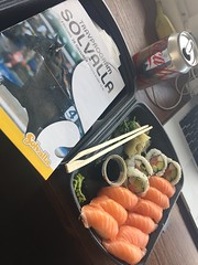 Lunch 28/10 (Atomeyes) Tags: mat fisk sushi ris cocacola solvalla