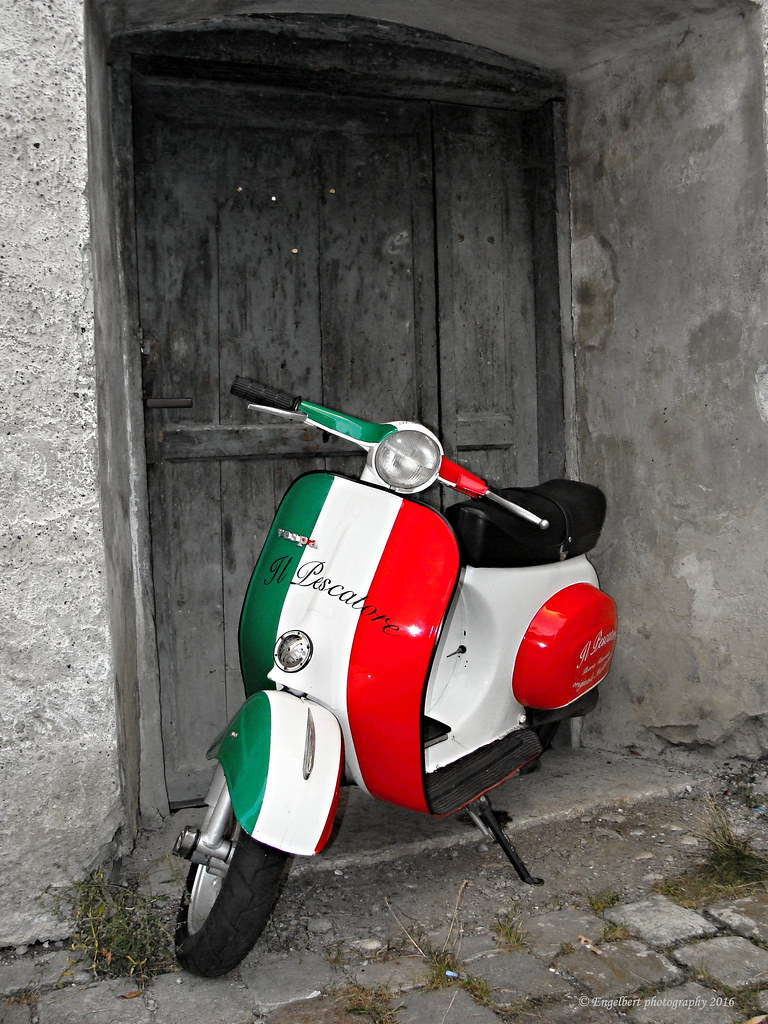 The world 39 s best photos of roller and vespa flickr hive mind for Vespa com italia