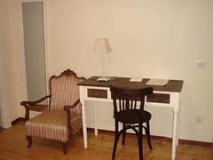Dormitorio - Escritorio (brujulea) Tags: brujulea casas rurales traspinedo valladolid ribera duero dormitorio escritorio