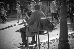 virtuoso. (A.Ayuso) Tags: bwstreetphotography blanconegro calle callejeros candid candidphoto domingo espaa madrid nikon noiretblanc rue streetphotography streetshoot schwarzweiss spain strasse strae street urbana msicos musicians musiciens   musiker musicisti musikere