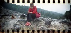 duduk di batu ngambilnya ke bawahan (vinskatania) Tags: colornegative bandunganalog colornegative800 cn800 lomo film filmphotography tangkubanperahu lomographysprocketrocket sprocketrocket