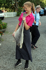 Waitress with Bacalao (2) (Phil Masters) Tags: july2016 23rdjuly norway norwayholiday bjartmarsfavorittkrorestaurant bjartmarsfavorittkro restaurant waitress bacalao klippfisk bacalhau saltcod driedsaltcod