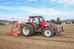 Semis Crales Automne-1-7 (Quentin B. - Farmphoto52) Tags: new red summer tractor holland ford beautiful automne accord plante rouge power farm wheat champs engine culture production motor universal das hobbies agriculture lin powerful ferme kuhn champ tracteur plaine moteur agro orge hautemarne et agricole dalbo outil roues kverneland rouleaux crales valtra motrices jumellage t162