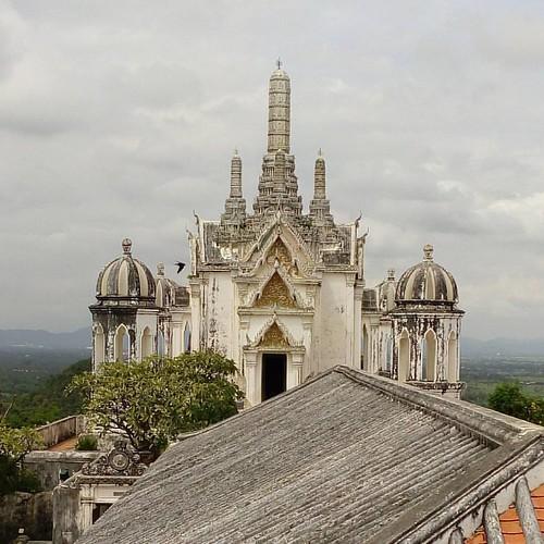 Visit of Phra Nakhon Khiri historical Park in #phetchaburi  #teamtravelers #travel #traveling #traveltheworld #travelling  #travelphotography #travelgram #mytravelgram #travelporn #bestoftheday #besthorizon #bbctravel #natureisbeautiful #natgeotravel #nat